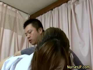 Patiënt visiting vrouw aziatisch dokter