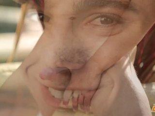 Dominant jonge homo ace parker strokes zijn voor uw plezier