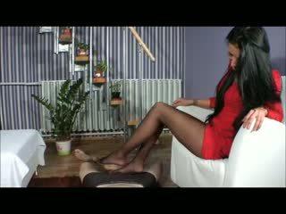 Goddess amy branlette avec les pieds - bootjob - branlette avec chaussures