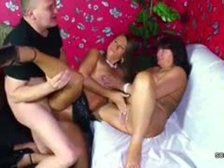 Alemão mãe e pai sedução jovem gaja para caralho para dinheiro