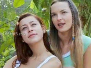 si rambut coklat, lesbian