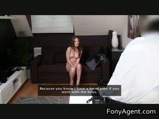 सेक्सी रेडहेड masturbate