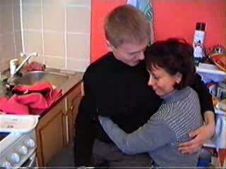 Mutter shows sie sons freund was wahr sex ist wie