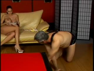 Kívánós dude gets spanked által forró asszony gianna michaels