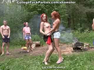 Filthy fac sluts tour an dehors fête en sauvage baise