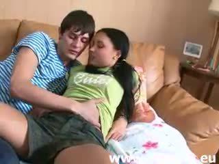 Mladý ruské pár a prvý sex