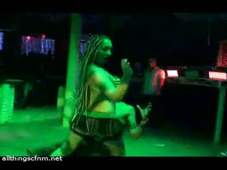 Camila the stripper spanks ir strips jį nuogas