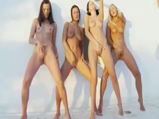 groepsseks, kindje, lesbisch