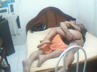 Indiano coppia beccato casa sextape