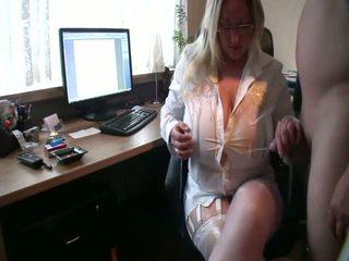 Curvy vrouw loves piss op haar reusachtig tieten, porno 0c