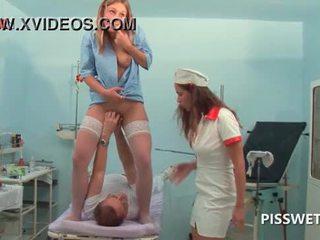 Lusty gynecologist hippi ve licking onu patients seçki