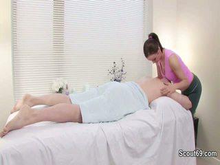 Klien merayu redhair masseuse untuk apaan di pijat parlour