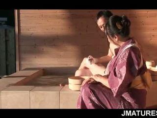 Pieauguša japānieši stud uz mood par a smalks slick geisha vāvere