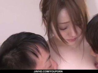 Ria sakurai je zavrieť na a masívne trojka porno show