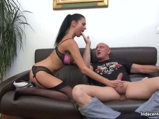 Ania kinski un a swiny vecs bag fucks viņai pakaļu