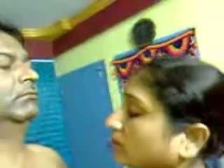 Seksowne w domu hinduskie dojrzała włochate para seks robienie loda mms