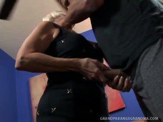 Big boobie garry mama vikki vaughn likes coarse big sik sikiş