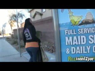 Caroline pierce wetting spandex legging buiten in publiek