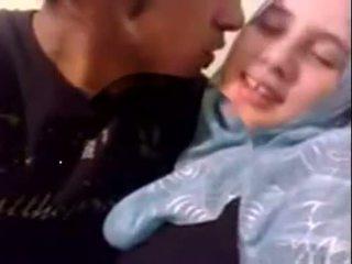 Amateur dubai geil hijab meisje geneukt bij thuis - desiscandal.xyz