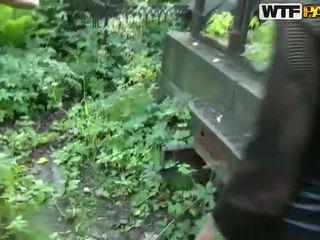 Vandalis skaistule maiņa stāšanās tīkliņzeķes bodysuit uz cemetery