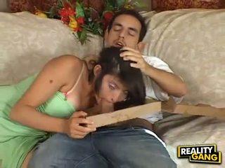 Kukko nälkäinen adrianna faust feeds hänen suu kanssa a juice kova meatpole