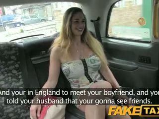 Hungaria dengan seksi tubuh dan tetek - fake taxi