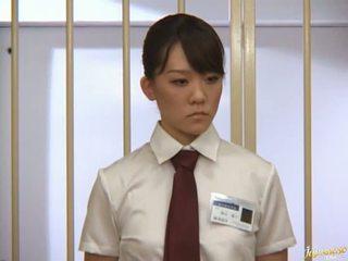 Japonais av modèle tétons sucked