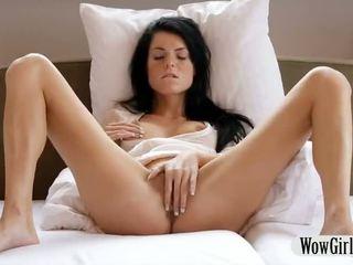 प्रीट्टी टीन गर्ल margot finger fucks और masturbates साथ एक डिल्डो