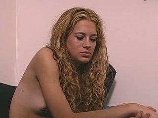 Kails meitene puke vomit vemšana vomiting neļaušana runāt barf