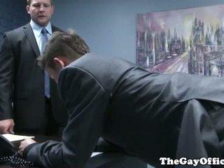 Gaysex ห้วหน้า spanks และ fucks tw-nk assistant
