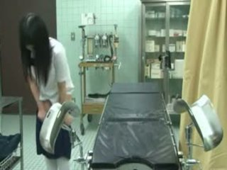 Gadis sekolah menipu oleh gynecologist