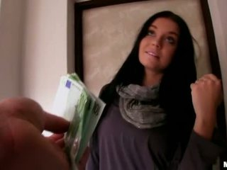 Lustful euro chick picked omhoog en pounded