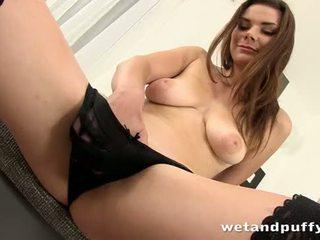 Сексуальна дівчина plays з a прекрасний манда насос