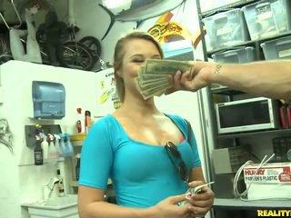 Jmac convinces lindsay a ir todo la camino para un dinero