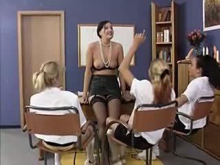 团体性交, 女同志, 老+年轻