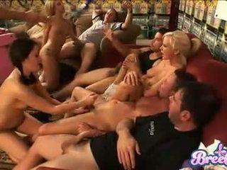 Saucy kuce bree olson enjoys getting jizzed kopā ar viņai friends