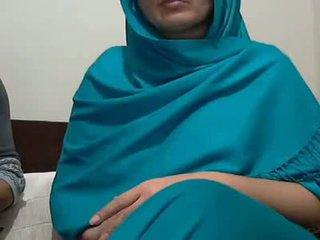 جنسي هندي aunty مع lover possing لها الثدي & p
