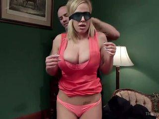 Kasuema ja tütar pakkumine disobedient holes - porno video 401