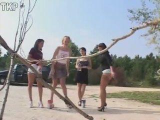 Piss 4 дівчинки в a мочитися конкурс