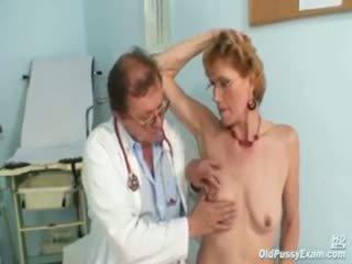 优雅 老 女士 mila needs gyno clinic examination