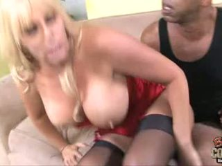 Samantha Silver Cougar Acquire A Love Drops From A Hot Guy