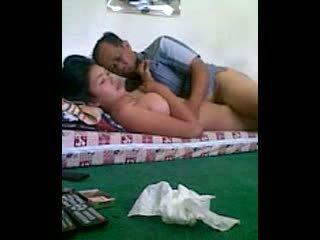 Om om senang osa 2: vanha & nuori porno video-
