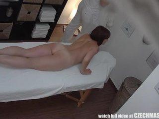 Malaking suso inang kaakit-akit gets fucked during masahe