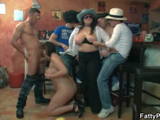 मोटा समूह पार्टी साथ विशाल टिट्स लड़कियों: फ्री एचडी पॉर्न 7c