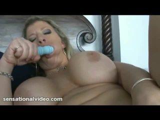 Xxx model sara jay drives rubber speelbal in haar vet cunny