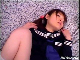 Malutkie dziewczyny fucks przez duży cocks