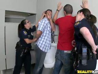 Pair honeys -ban rendőr egyenruha van szar -ban azok buttholes