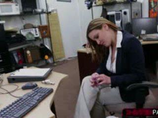 Bedrijf dame krijgen truc voor plane ticket