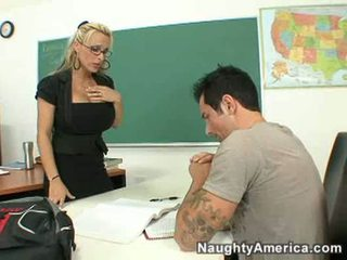 Holly halston povekas opettaja