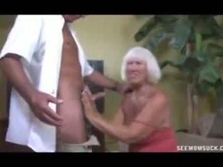角質 おばあちゃん grabs ザ· thick rod の guard